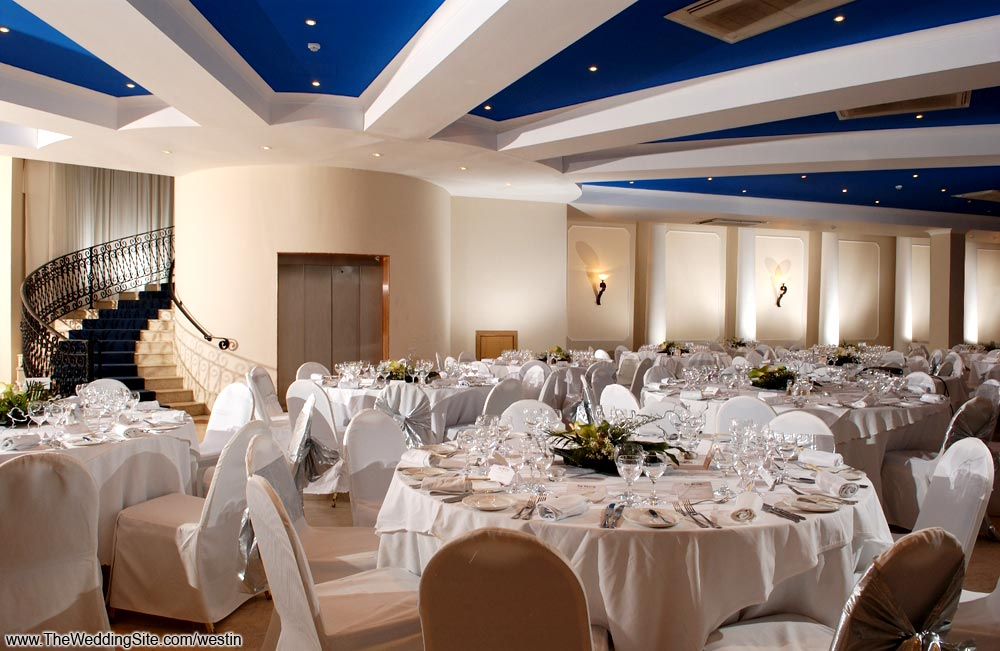 The right atmosphere for a mix of casual and elegant wedding
